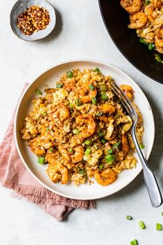 Spicy Shrimp Fried Rice made healthier using leftover cooked brown rice, a delicious whole grain that's high in fiber, so it fills you up. Ww Recipes, Fish Recipes, Seafood Recipes, Asian Recipes, Cooking Recipes, Healthy Recipes, Ethnic Recipes, Dinner Recipes, Skinnytaste Recipes