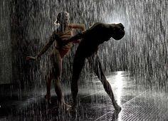 Rain room installation in Barbican's curve gallery, Dancers from Wayne McGregor Rain Dance, Dance Art, Wayne Mcgregor, The Cardigans, I Love Rain, Room London, Under The Rain, Rain Photography, Walking In The Rain