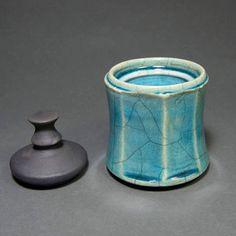 """Ο χρήστης Theo Bozonelos Ceramic Artist κοινοποίησε μια δημοσίευση στο Instagram: """"Raku pottery *** How they are made *** The ceramics that I create, stand out because their most…"""" • Ακολουθήστε το λογαριασμό του για να δείτε 72 δημοσιεύσεις. Ceramic Techniques, Japanese Ceramics, The Incredibles, Instagram, Art, Art Background, Kunst, Pottery, Performing Arts"""