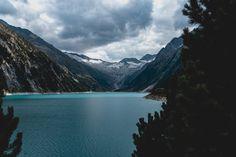 Der Schlegeis Stausee in Tirol liegt auf einer Höhe von ca. 1.800 m an der 16 km langen Alpenstraße Schlegeis.  Foto von Fabian Jung Innsbruck, Berg, Travel Photography, Mountains, Nature, Traveling, Mayrhofen, Communities Unit, River