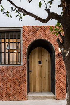 Delfino Lozano transforms traditional Guadalajara house into light-filled family home Sacred Architecture, Brick Architecture, Architecture Details, Interior Architecture, Chinese Architecture, Futuristic Architecture, Design Exterior, Brick Design, Facade Design