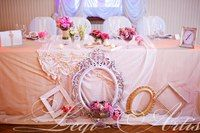 I love the idea of having different frames around the sweetheart table with pictures of the bride and groom!