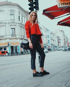 mondays are the worst for sure 🚨______________________#mondays #mondaymadness #wmnswr #brandymelville #adidas #hielevencom #bremen #viertel #outfit #ootd #streetstyle #dress #bloggerstyle #blogger_de #germanblogger #fashionblogger #fashionblogger_de #streetfashion #fashiondiary