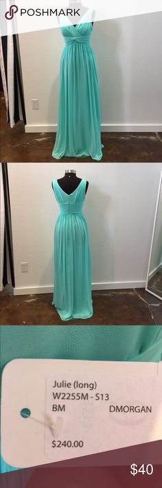 V neck mint chiffon gown with knit detail V neck mint chiffon gown with knit detail. This gown is a 6 but fits like a 4, measurements for a size 6 are 35.5/28/38 and has not been altered Donna Morgan Dresses
