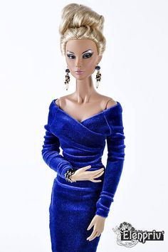 Welcome to my store! Royal blue stretch velvet dress for Fashion Royalty 16, ITBE 16, FR:16 Sybarite Gen X and similar size dolls. Materials: velvet (100% polyester). No lining. Fastens with a zipper. Model: Fashion Royalty 16 Hanne Erikson Afterhours FR:16 by Integrity Toys Jason Wu