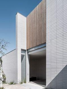 49 ideas exterior architecture facade modern contemporary houses for 2019 Exterior Wall Cladding, House Paint Exterior, Exterior House Colors, Exterior Design, Brick Design, Style At Home, Contemporary Architecture, Architecture Design, Contemporary Houses