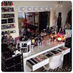 Makeup Room Ideas room DIY (Makeup room decor) Makeup Storage Ideas For Small Space - Tags: makeup room ideas, makeup room decor, makeup room furniture, makeup room design Makeup Vanities, Makeup Desk, Makeup Rooms, My New Room, My Room, Rangement Makeup, Make Up Storage, Vanity Room, Vanity Lamp