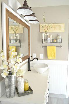 Vintage Farmhouse Bathroom Decor. Easy tips to mix vintage and modern decor.