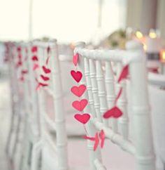 Romantische stoelversiering voor jullie bruiloft