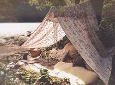 Camping Blanket - This blanket tent is the perfect place to read a book in the summer. To Bem To Zen, Outdoor Spaces, Outdoor Living, Outdoor Decor, Tent Living, Outdoor Lounge, Camping Blanket, Blanket Forts, Blanket Ladder