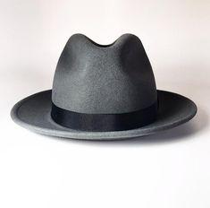 Fancy Hats, Cool Hats, Mens Dress Hats, Black Men Beards, Gq Fashion, Men's Hats, Fedora Hats, Classy Men, Hats Online
