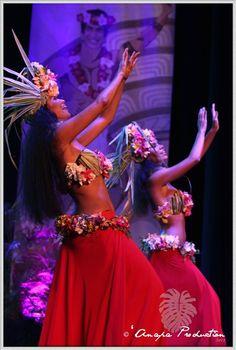 Tahitian Dancers - Heiva i Tahiti