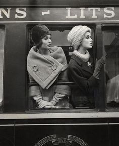 Retro Fashion Train, Paris, 1960 by Louis Faurer, Moda Vintage, Vintage Mode, Retro Vintage, Vintage Style, Vintage Ladies, Vintage Inspired, Vintage Travel, Paris Vintage, French Vintage