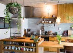 リノベーションの満足度を大きく左右する…といっても過言ではないくらい、「キッチン」は住まいの主役!アイランド、ペニンシュラ…最近よく聞く憧れのキッチンスタイルの種類と特徴、それぞれの魅力について紹介します。 ホームパーテ …