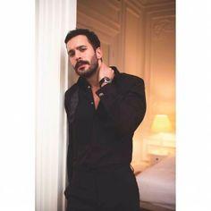 Turkish Men, Turkish Beauty, Turkish Fashion, Turkish Actors, Beautiful Men, Beautiful People, Sarah Rafferty, Costume Sexy, Elcin Sangu