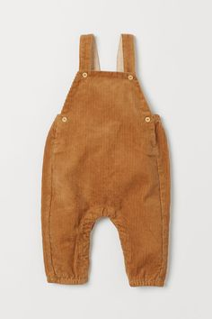 Bib overalls in soft organic cotton corduroy. Suspenders with adjustable buttoning at front. Elastication at back of waist, buttons at sides H&m Baby, Baby Bibs, Style Salopette, My Bebe, Baby Overalls, Dark Beige, Cute Baby Clothes, Fashion Company, Suspenders