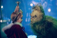 How the Grinch Stole Christmas - Publicity still of Jim Carrey & Taylor Momsen. The image measures 1024 * 768 pixels and was added on 1 August Film Le Grinch, Il Grinch, The Grinch Movie, Grinch Who Stole Christmas, Baby Grinch, Jim Carrey, Christmas Movies, Christmas Fun, Holiday Movies