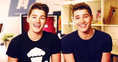 this-is-what-makes-us-fandoms:  Imagine starring in a JacksGap video with both twins.  |Not My Gif|