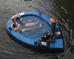 Criada pelo holandês Frank de Bruijn, a jacuzzi-barco da Hot Tug permite que você relaxe enquanto navega.