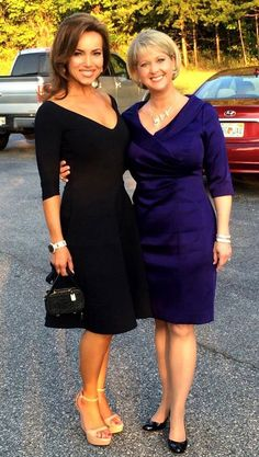 Beautiful Lisa Robertson and Mary Beth Roe Shopping Babes Leggy Ladies Hot Body Hello Beautiful, Gorgeous Women, Qvc Shopping, Lisa Robertson, Beauty And The Beast, Concord California, Cute Girls, Foxes