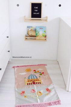 - Decoration is Art Decoraciones Ramadan, Prayer Corner, Bedroom Decor, Wall Decor, Decor Room, Diy Wall, Islamic Decor, Ramadan Crafts, Islam For Kids
