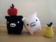 Monokuro Boo - Amigurumi Pigs, Hearts, Pears and Apples    Free crochet pattern and tutorial