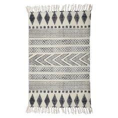 Block tæppet fra House Doctor er i grå og sorte farver. Tæppet er i 100% bomuld og findes i flere størrelser. Køb stort udvalg af House Doctor her.