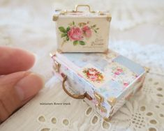 239 отметок «Нравится», 3 комментариев — sae. (@pansbear131) в Instagram: «*miniature flower trunk* * * * まだトランク作ってるー・・・古いトランクを花柄でデコパージュしました…風・・・ * * *…»