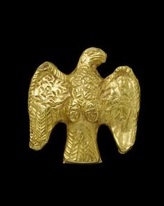 A Roman gold eagle attachment Eastern Empire, circa Century A. Roman Artifacts, Historical Artifacts, Ancient Artifacts, Collections D'objets, Anno Domini, Roman Jewelry, Ancient Jewelry, Dark Ages, Totems
