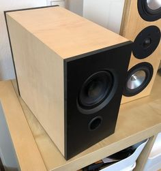CT247 black/maple DIY fullrange speaker Diy Subwoofer, Small Subwoofer, Subwoofer Box Design, Floor Speakers, Small Speakers, Hifi Speakers, Diy Amplifier, Speaker Plans, Speaker Design