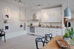 Takhängd Minimalist Home Decor, Minimalist Bedroom, Minimalist Kitchen Interiors, Minimalist Interior, Minimalist Living, Modern Minimalist, Black Bedroom Furniture, Bedroom Decor, Bedroom Kids