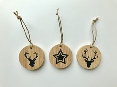 Lot de 3 décorations de noël en bois // chêne massif // 5 cm de diamètre // design, sobre, chic, naturel et écologique // démarche éthique de la boutique TIAGANDPAB sur Etsy