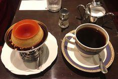 京都人が愛してやまない「コーヒー」。市内にはたくさんのコーヒーの名店があります。こだわりのコーヒーとおやつで、至福のひとときを過ごしてみませんか? 四条寺町の喫茶専門店「御多福珈琲」を紹介します。 始 Tasty, Yummy Food, Custard, Japanese Food, Kyoto, Sweets, Coffee, Tableware, Desserts
