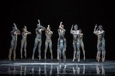 """Сцена из балета """"Весна священная"""" в Цюрихской опере (© Gregory Batardon)"""