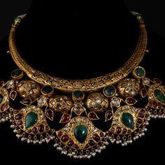 Portfolio of Bespoke Vintage Jewels - By Shweta & Nitesh Gupta India Jewelry, Gold Jewelry, Jewelery, Gold Necklace, Green Necklace, Key Jewelry, Antique Jewelry, Vintage Jewelry, Jewelry