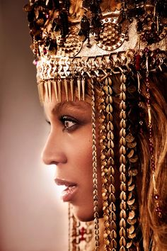 Queen B.