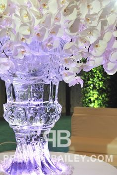 This #ice #sculpture #vase with a #floral #display makes an #elegant #centerpiece.  Click the image for the full story.  For more inspiration visit us at prestonbailey.com #prestonbailey #EventIdeas #white #flowers