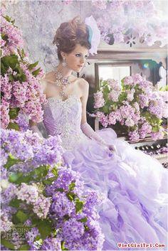 Đẹp như tiên nữ với váy cưới màu tím cổ tích
