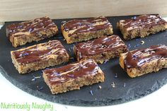 These indulgent, chewy chocolate chip cookie bars in a cross between a blondie & a chewy cookie! They are low FODMAP, vegan, gluten & refined sugar free! Healthy Sweets, Healthy Baking, Sugar Free Baking, Chewy Chocolate Chip Cookies, Low Fodmap, Baking Recipes, Gluten Free, Treats, Snacks