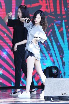 170812 Kim Taeyeon <3 Girls Generation, Girls' Generation Taeyeon, Kpop Girl Groups, Korean Girl Groups, Kpop Girls, Taeyeon Fashion, Kpop Fashion, Kim Tae Yeon, Seohyun