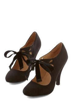 Shop 1920s Style Shoes for Women. Tea on the Train Heel in Black $59.99  #1920sfashion #1920sshoes #shoes
