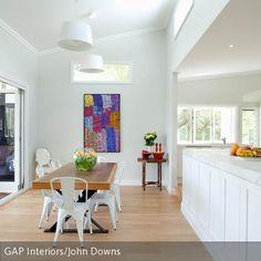 Die Offene Küche Mit Anschließendem Esszimmer Wirkt Groß Und Geräumig.  Dabei Ist Der Raum Gar
