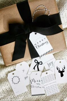 your gift wrapping lovely with woodland christmas tags & gift wrap guide classic christmas tagsclassic christmas tags All Things Christmas, Christmas Holidays, Christmas Crafts, Christmas Decorations, White Christmas, Christmas Labels, Elegant Christmas, Simple Christmas, Christmas Gift Pictures