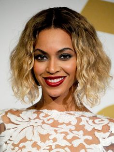 Beyonce looking flawless at the Grammys. Click for more celebs looks.