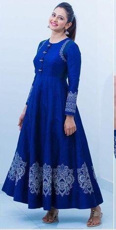 Saved by radha reddy garisa Kurta Designs, Blouse Designs, Lehenga Designs, Dress Designs, Stylish Dresses, Casual Dresses, Fashion Dresses, Casual Frocks, Indian Designer Outfits