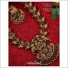 All The Spectacular Gold Bridal Necklace Designs Are Here To Shop! Gold Bangles Design, Gold Jewellery Design, Bridal Necklace, Bridal Jewelry, Gold Necklace, Gold Temple Jewellery, Gold Jewelry, Antique Jewellery Designs, South India
