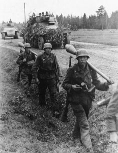 """Panzer Grenadiers serving with the Grossdeutschland Division are accompanied by two SdKfz 251/9 """"Stummel's"""" while operating in East Prussia during October of 1944"""