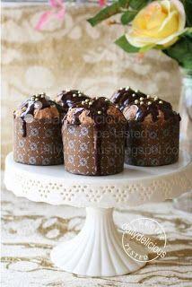 Chocolate Ganache Muffin with Chocolate Ganache: Double chocolate double delicious! Chocolate Treats, Chocolate Coffee, Chocolate Ganache, Chocolate Recipes, Dessert Cake Recipes, Sweet Desserts, Dessert Bars, Delicious Desserts, Yummy Cupcakes