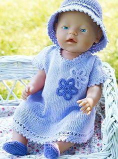 En dag i solen kræver beskyttelse at hovedet, specielt når man som Baby… Knitting Dolls Clothes, Crochet Doll Clothes, Knitted Dolls, Doll Clothes Patterns, Clothing Patterns, Knitting For Kids, Baby Knitting, Baby Born Clothes, Baby Girl Crochet
