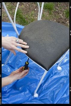 diy ~ how to recover a seat cushion ~ utilizing new batting, fabric and a liner ~ houzz.com ~ pictures with tutorial